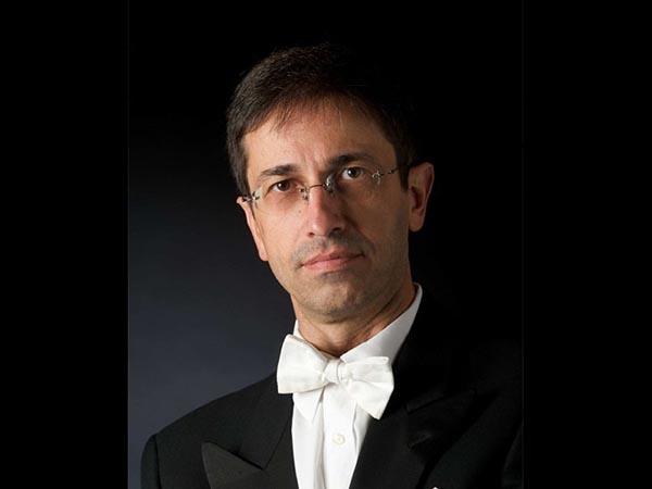 Vito Paternoster condivide il suo violoncello con noi. <br />Ovvero: se è il musicista a chiedere <br />di essere copiato