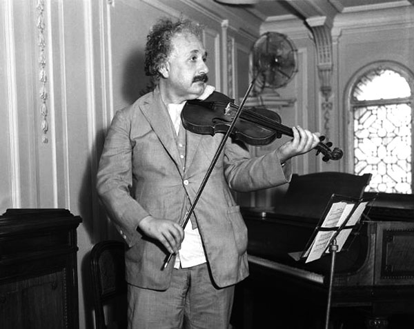 albert-einstein-infanzia-violino