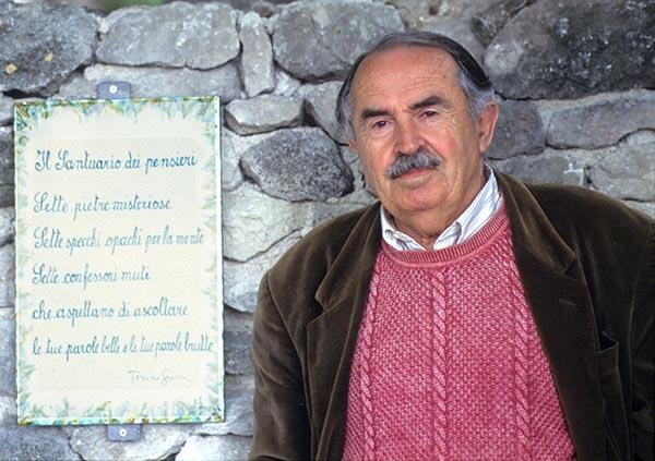 """Hollywood ricorda Tonino Guerra <br />e a me viene in mente <br />quella """"riga di pietra"""" di Olimpia <br />da dove partirà <br />la corsa di Grecia e Italia <br />contro la povertà ingiusta"""