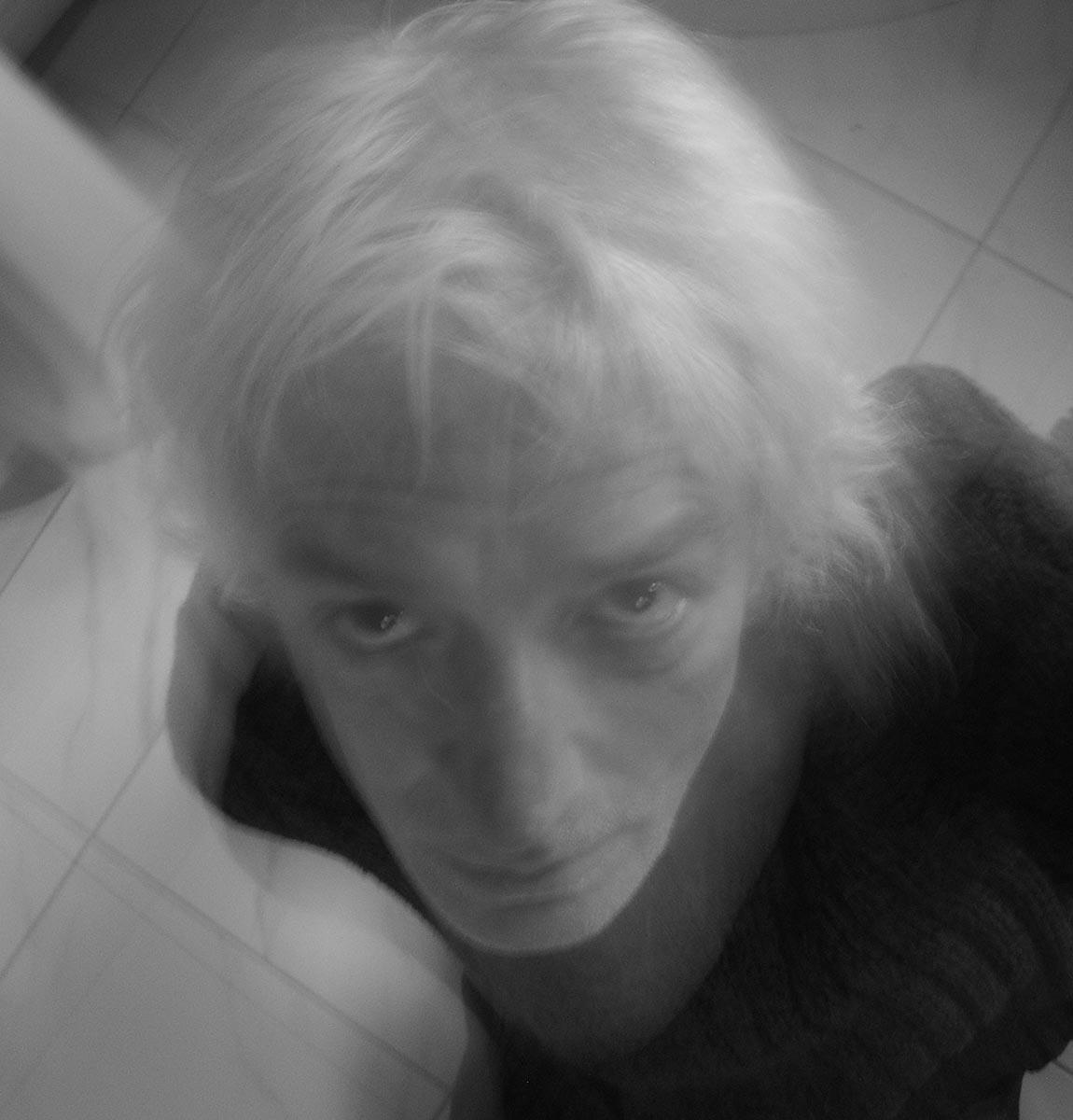 """Un creativo inglese incontra <br />su """"Giannella Channel"""" <br />le donne con le ali e, con le sue <br />mani sapienti, <br />ne plasma una: Ruth Law Oliver"""