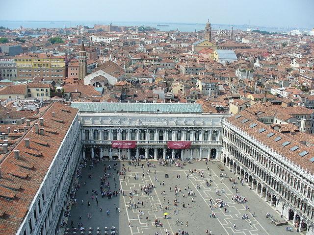 Vista da un campanile di Venezia, l'Italia appare sconosciuta