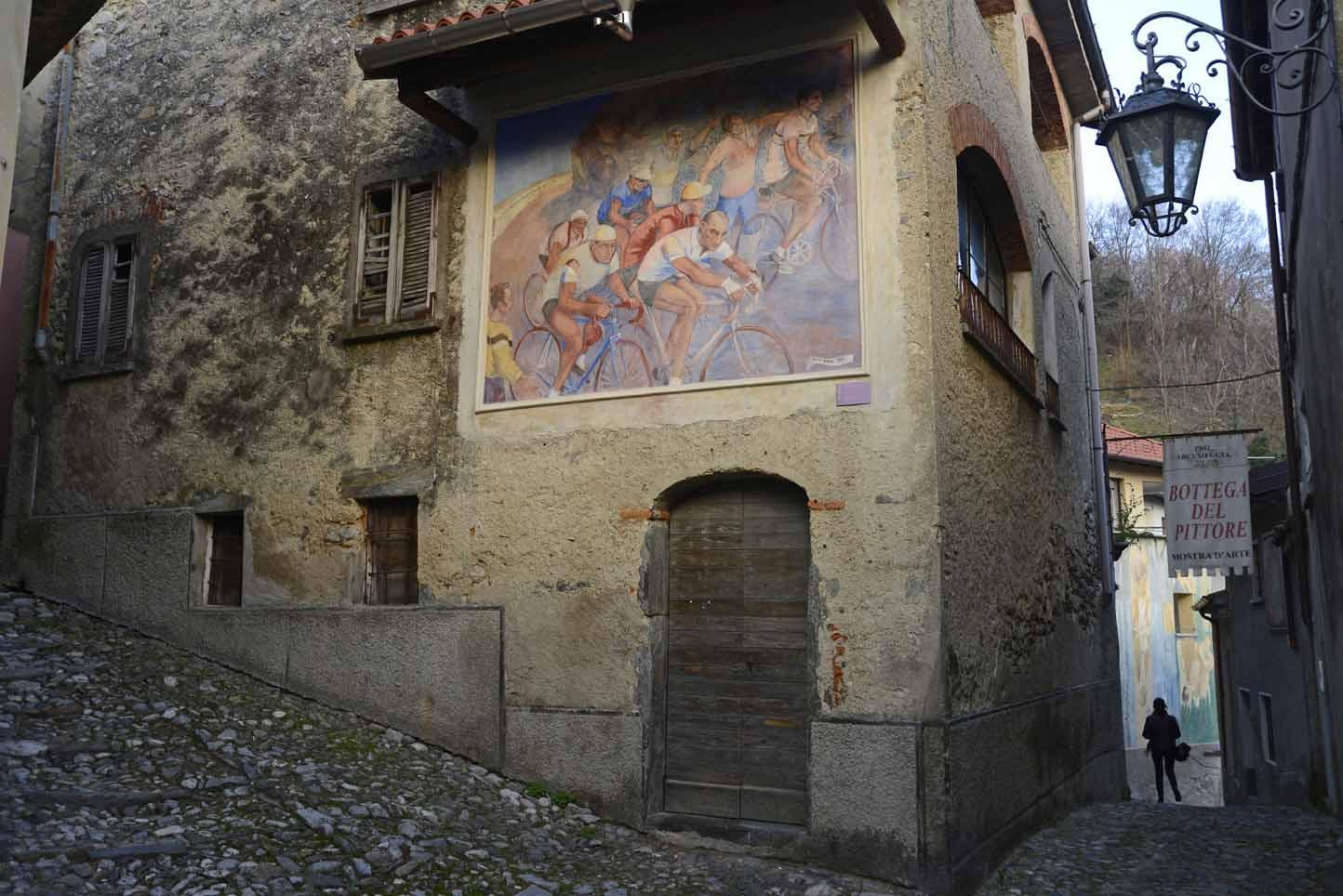 Quei muri d'autore che ci donano <br />le piccole storie di una grande regione: <br />ecco la <em>Guida ai paesi dipinti di Lombardia</em>