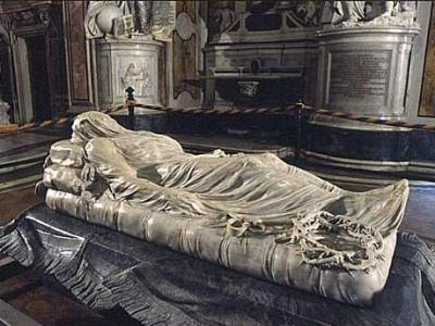 Incantata da un <em>Cristo velato</em> <br />nella cappella Sansevero, <br />nel cuore antico di Napoli