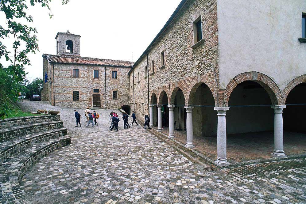 In Romagna una misteriosa comunità <br />seduce con le sue mani sapienti