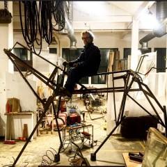 """Roger Ranko, l'artista """"indifferenziato"""" che colleziona scarti"""