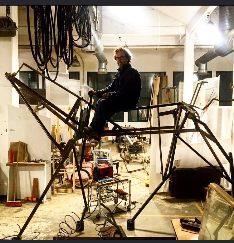 """Roger Ranko, l'artista <br />""""indifferenziato"""" <br />che colleziona scarti"""