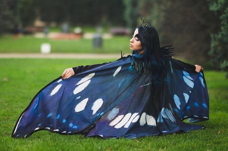 Una stilista spagnola <br />trasforma semplici mantelle <br />in leggiadre ali <br />di farfalla da indossare