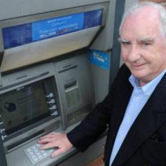 La storia dell'uomo che inventò il bancomat e guadagnò solo 15 sterline