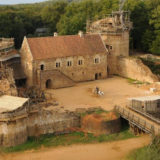 Francia, a Guédelon stanno costruendo un castello medievale con le tecniche del XIII secolo