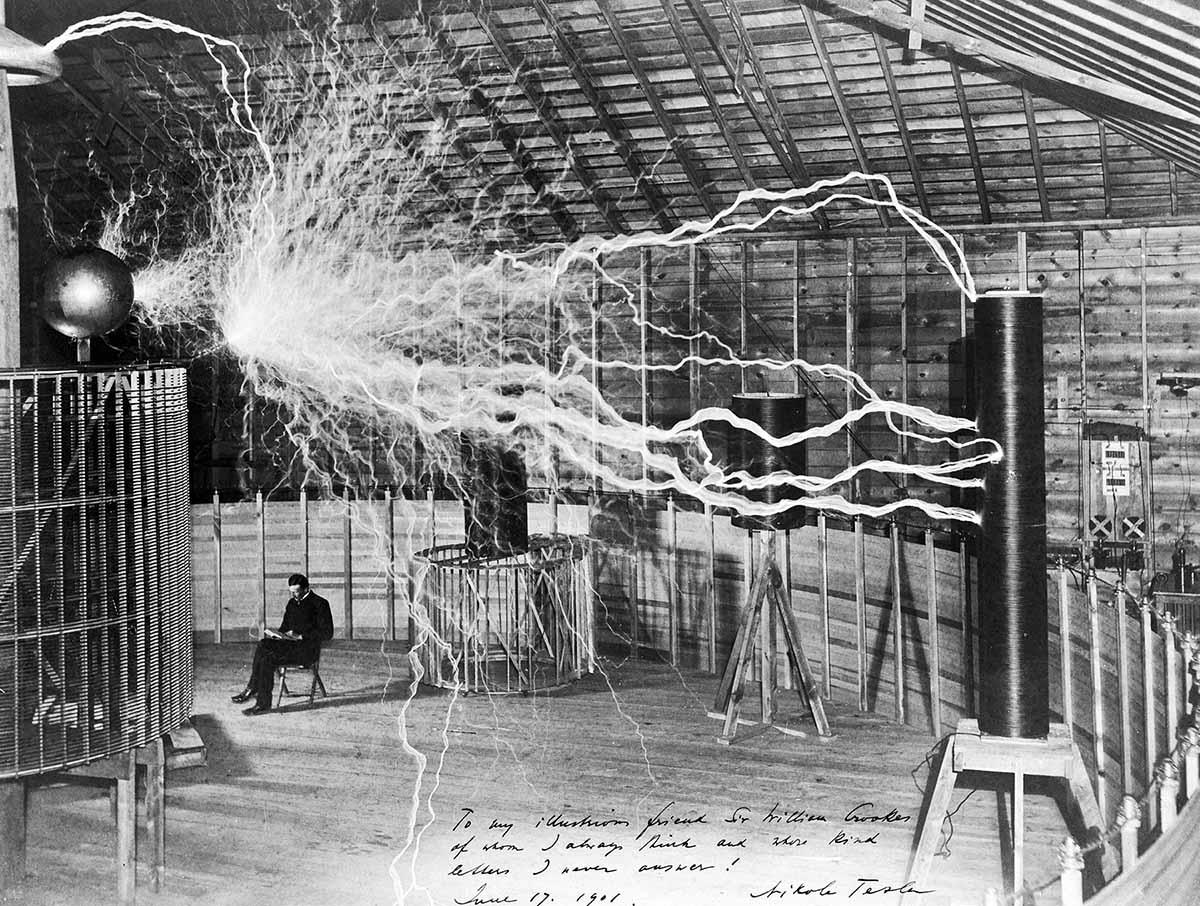 Nikola Tesla, ovvero <br />niente di meglio <br />di una mamma maga