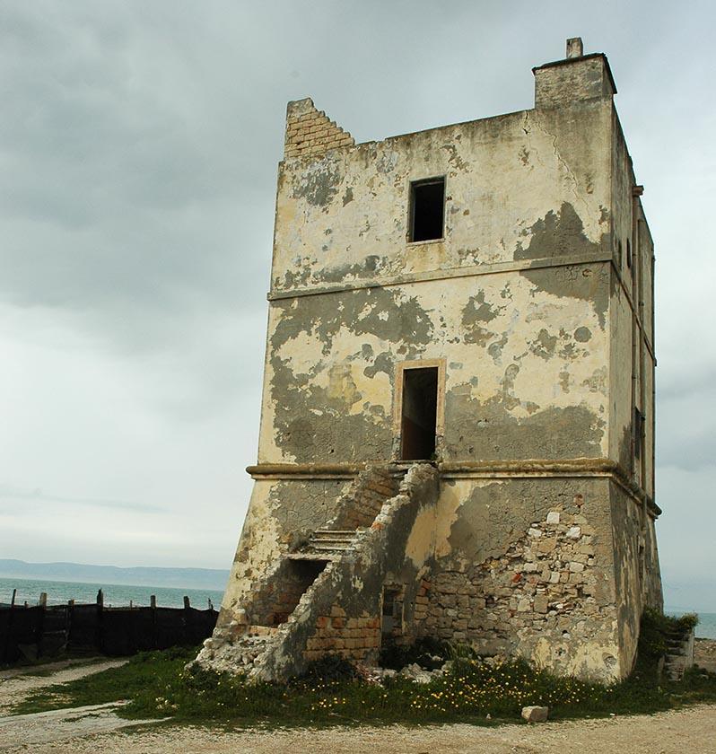 Torna a vivere la Torre di Pietra <br />che stimolò la creatività <br />di Tonino Guerra, nomade in Puglia