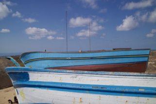 Vite, giochi e sogni inabissati nei legni degli scafi di Lampedusa