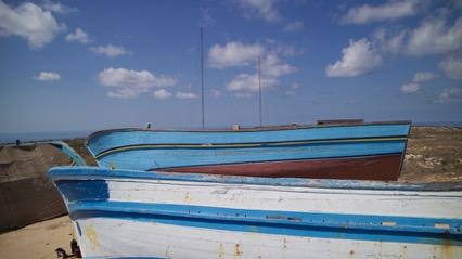 Vite, giochi e sogni inabissati <br />nei legni degli scafi di Lampedusa