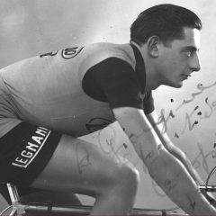 """Il giornalista Salvatore Giannella con la """"Vita di corsa"""" ci riconsegna il vero campionissimo Fausto Coppi"""