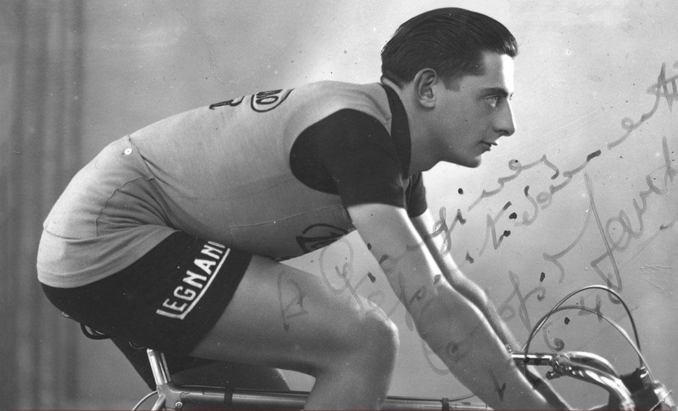 """Il giornalista Salvatore Giannella <br />con la <em>""""Vita di corsa""""</em> ci riconsegna <br />il vero campionissimo Fausto Coppi"""