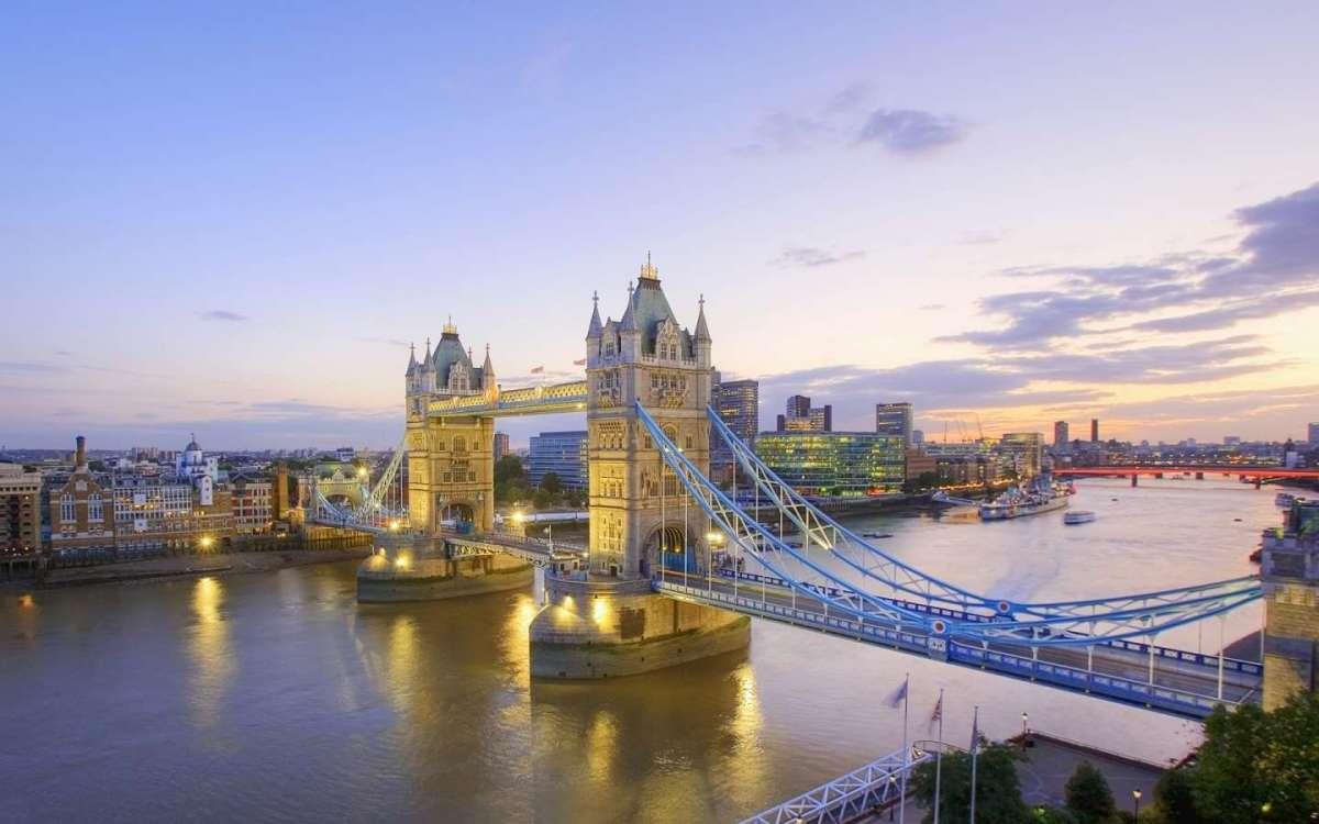 Londra, la sterlina in calo <br />fa aumentare turisti e spese. <br />E i senzatetto diventano guide