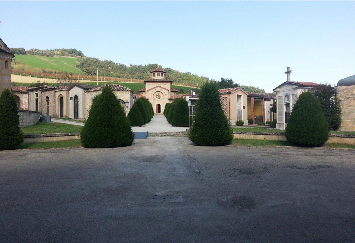 Predappio: in due cappelle due premier, <br />Mussolini e Zoli, ci ricordano due Italie