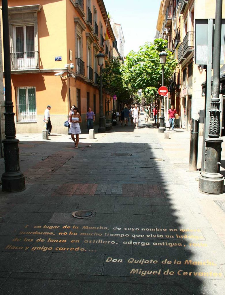 calle-huertas-citazioni-cervantes-01