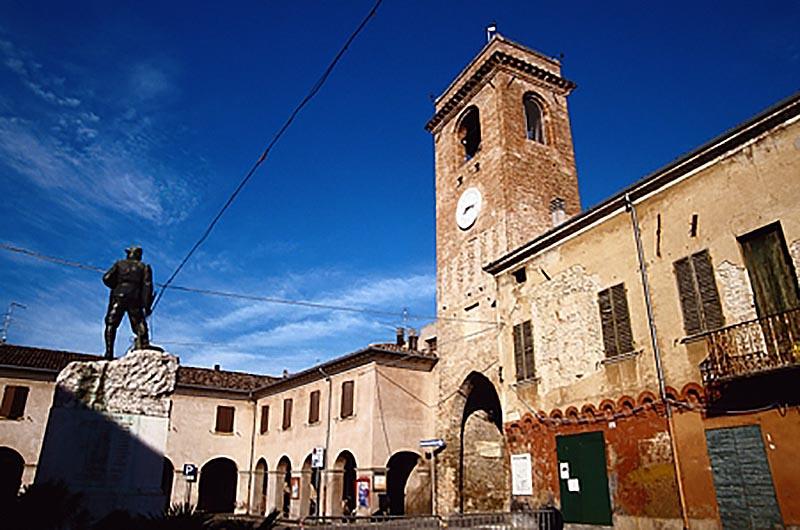 Nel mare di terra della riviera: <br />intervista sulla Romagna misteriosa <br />tra streghe buone, rocche <br />e tesori nascosti