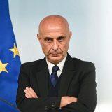 Non sparate sempre sui romani: un elogio al senso civico (e alla rete di sicurezza del ministro Minniti)