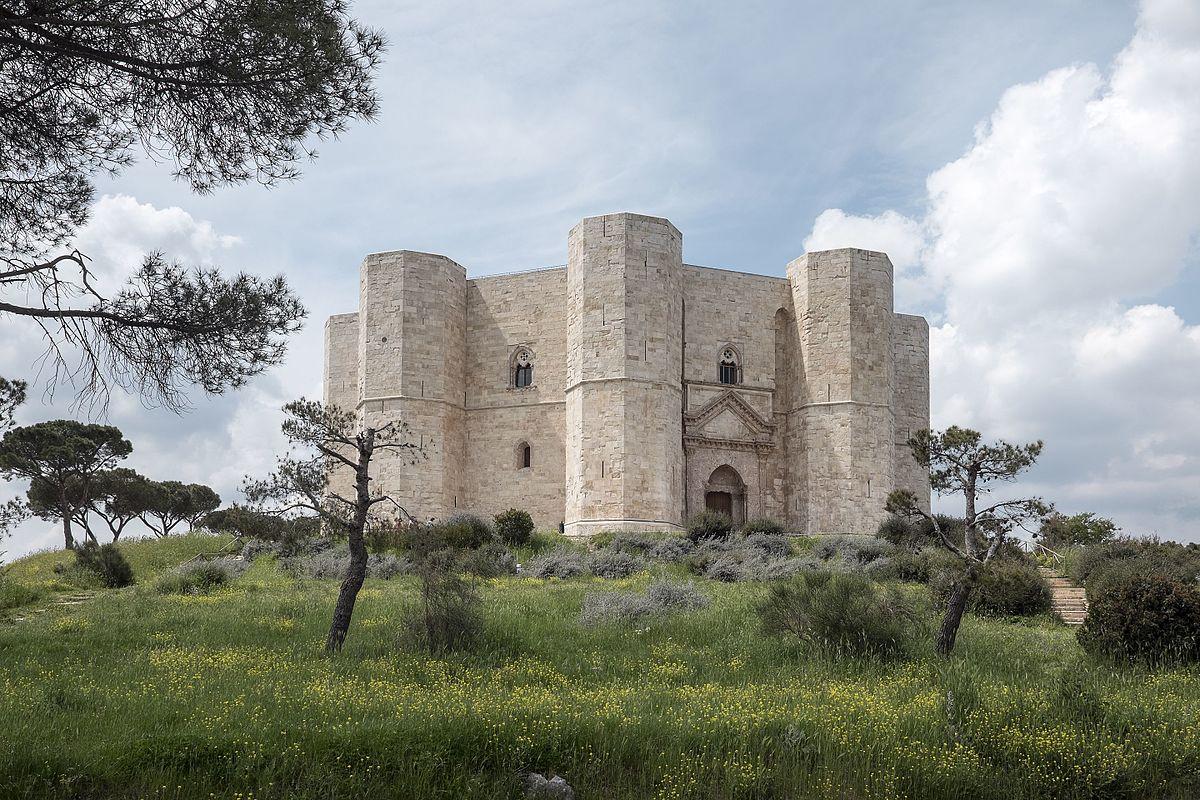 E nel padiglione della Puglia da leggere <br />si materializzarono giganti di ogni tempo