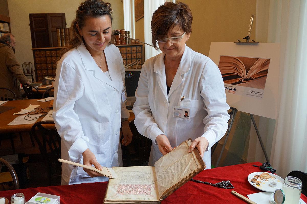 Libri antichi: un nuovo <br />laboratorio per salvare <br />la storia della Romagna