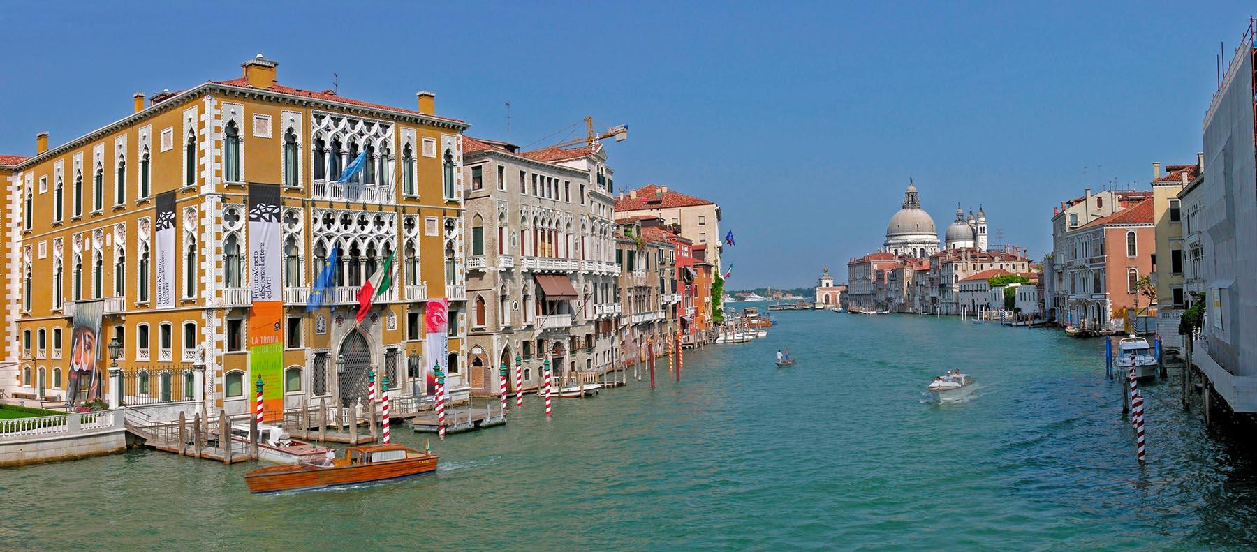 Quel <em>Photo Boat</em> a Venezia <br />e gli stereotipi fermi <br />nelle menti dei giornalisti