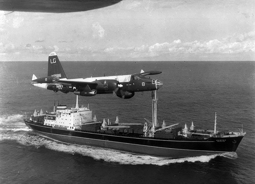 crisi-cuba-aereo-usa-sorvola-portaerei-sovietico