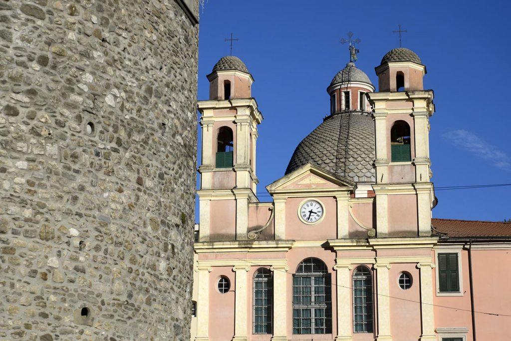 varese-ligure-chiesa-dal-castello-dei-fieschi