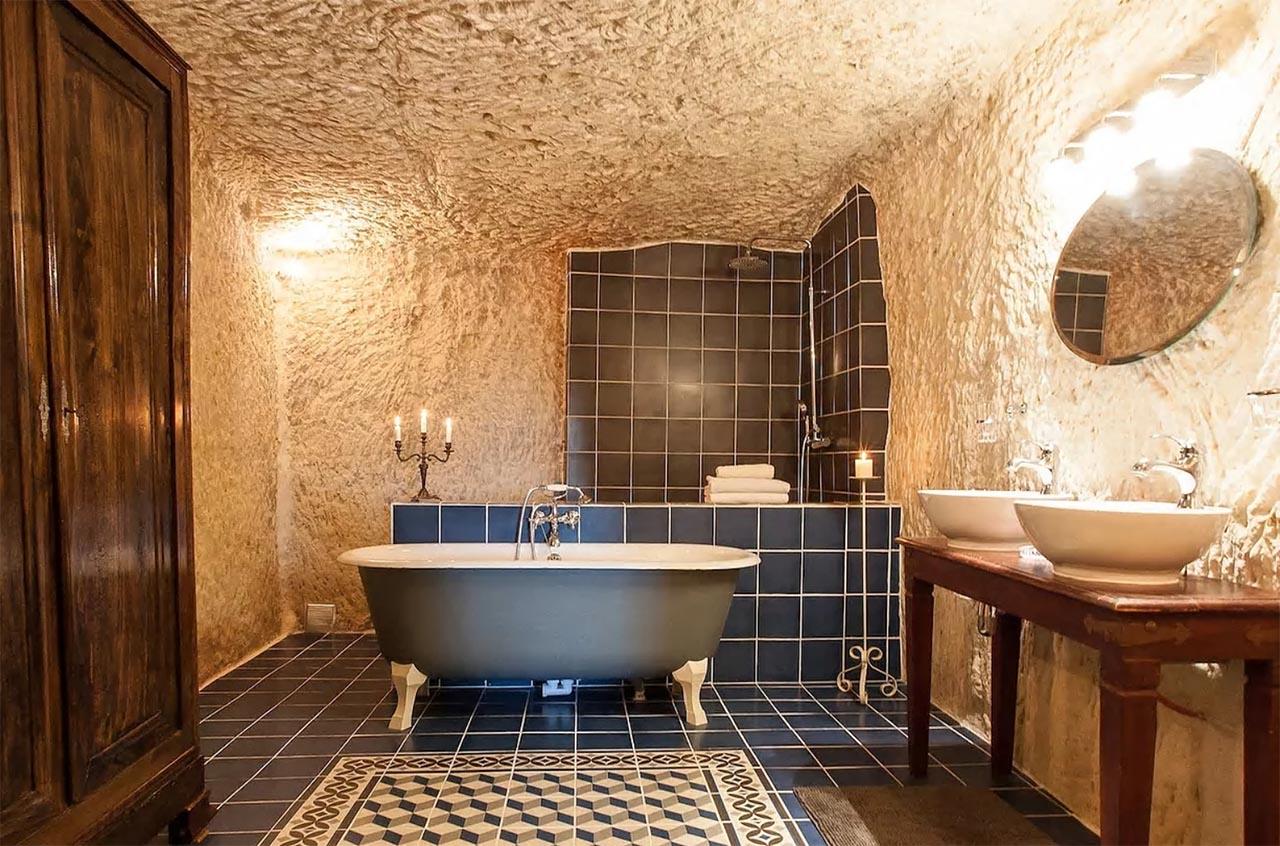 Compra una grotta per un solo euro <br />e la trasforma in un <em>bed & breakfast</em>