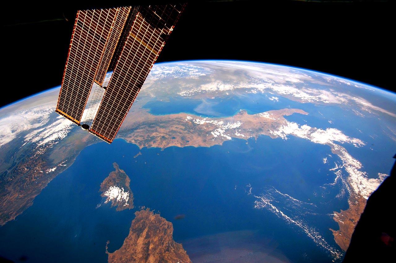 Quando Biagi ci invitò: <br />Alzate gli occhi al cielo, <br />c'è l'Italia tra le stelle