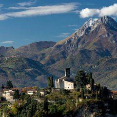 """A Barga, nella valle toscana che ispirò Pascoli perché lì """"il tempo non corre"""""""