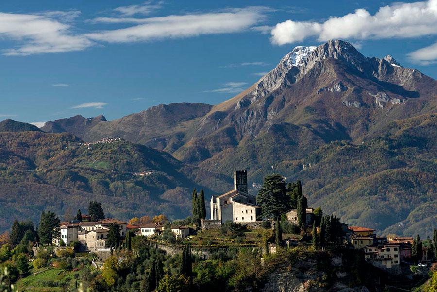 """A Barga, nella valle toscana <br />che ispirò Pascoli <br />perché lì """"il tempo non corre"""""""