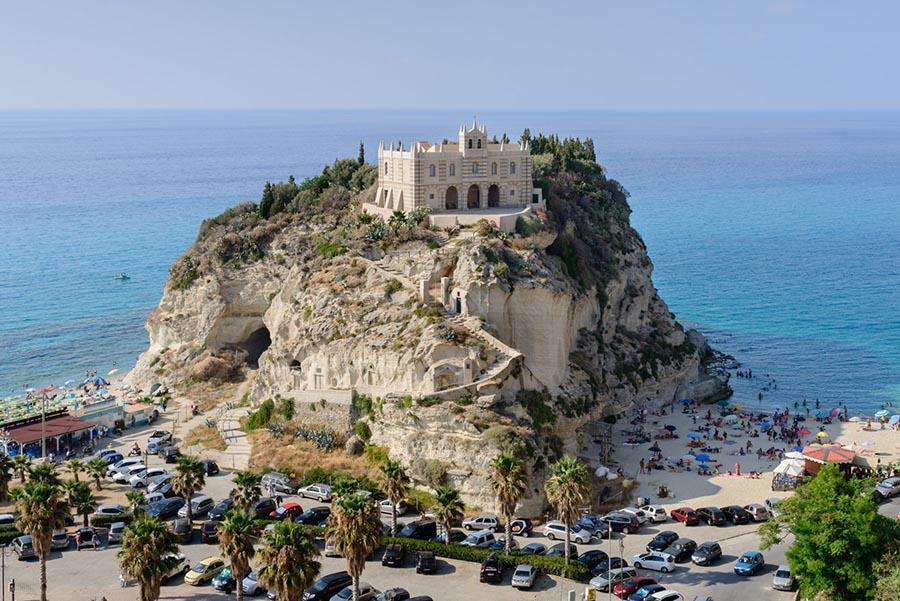 A Tropea, Borgo dei Borghi 2021, i profumi del mare e della terra creano un gioiello della tavola: la cipolla rossa