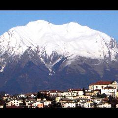 A Mel e nelle Dolomiti Bellunesi, rifugio del cronista Dino Buzzati