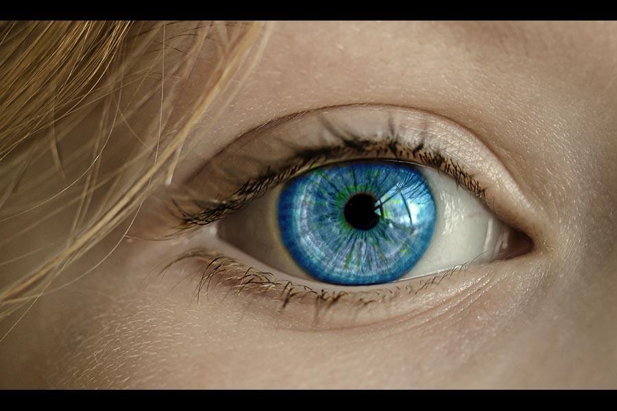 Primo impianto <br />di retina artificiale <br />eseguito in Italia