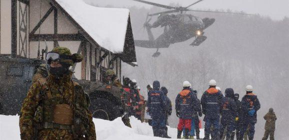 Eroismi d'oggi: il sergente giapponese si sacrifica per salvare un suo soldato durante un'eruzione