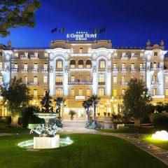 110 anni e non li dimostra: a Rimini per festeggiare un mito (il Grand Hotel amato da Fellini) arriva Massimo Giletti, vincente che ha come eroe Toro Seduto