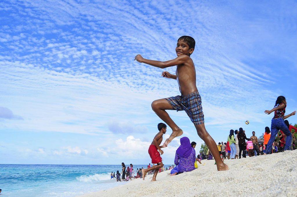 maldive-spiaggia-bambini