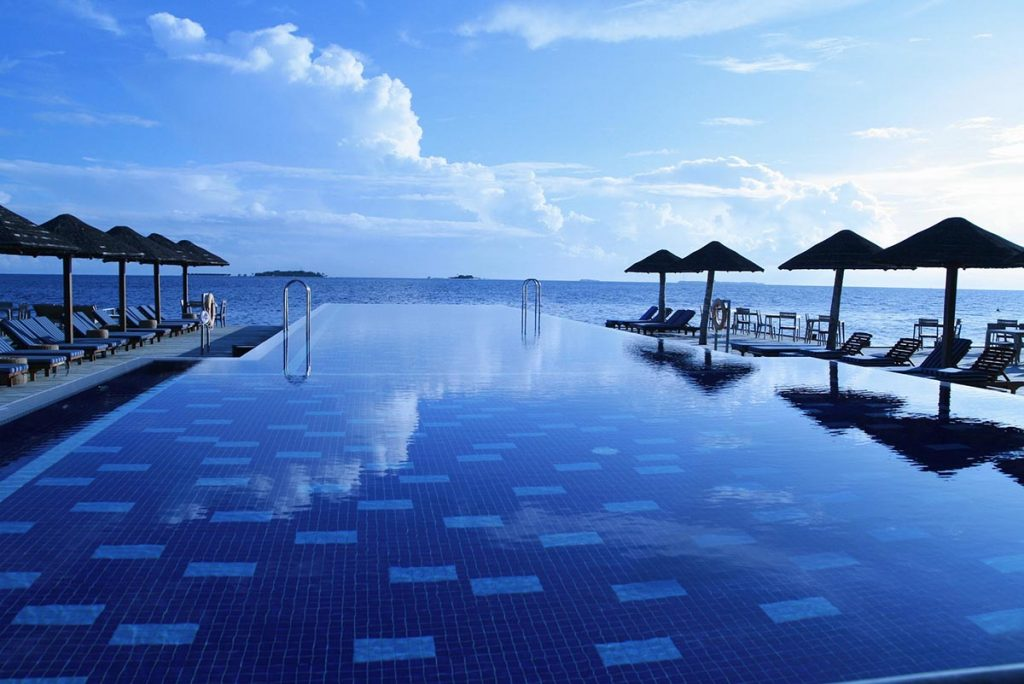 maldive-resort-piscina