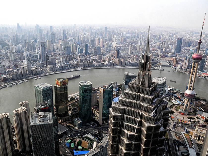 Shangai: i vecchi quartieri vengono demoliti per far posto a edilizia nuova e di qualità. (Foto di Mimmo Torrese).
