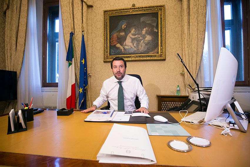 Gli omicidi continuano a diminuire, <br />ditelo al ministro che vuole <br />gli italiani armati con più facilità