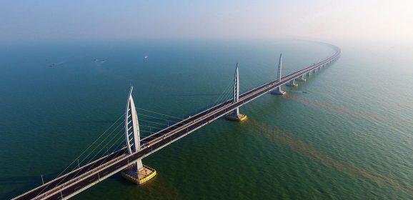 Hong Kong, Macao e Cina hanno aperto il ponte dell'unificazione e dei record. Che parla anche italiano, anzi romagnolo