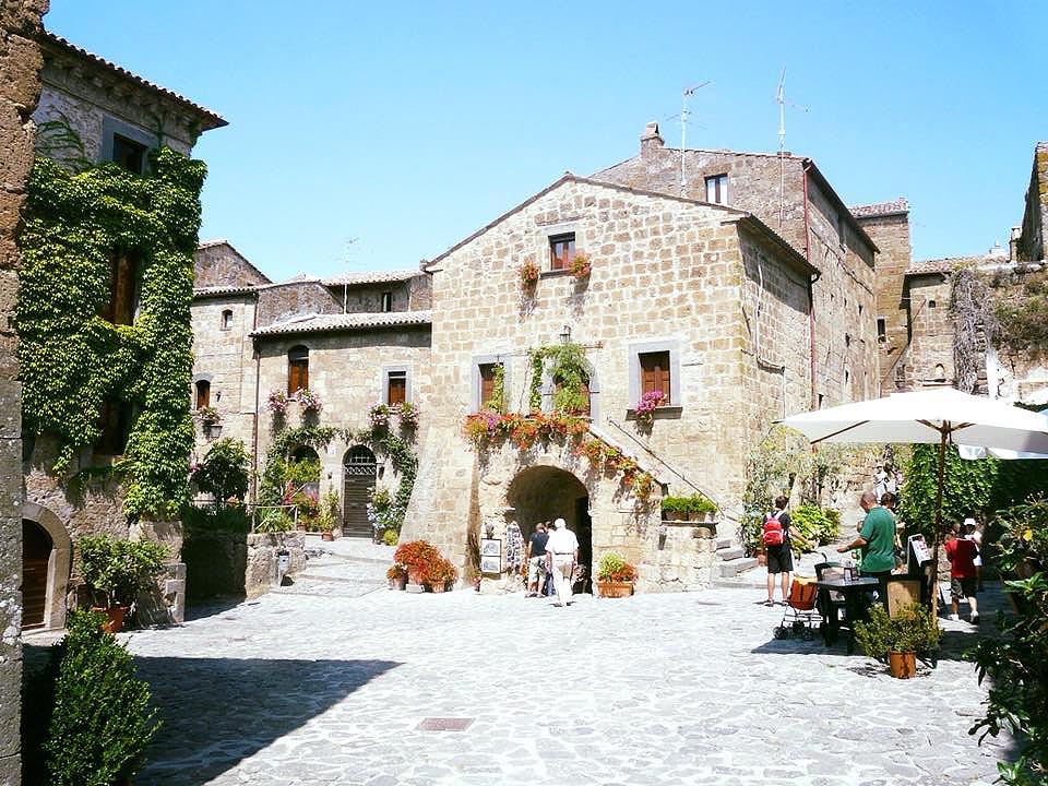 Civita di Bagnoregio (Viterbo), la piazza