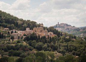 Un borgo, un uomo dell'anno: Solomeo, paese dello spirito e del capitalismo umanistico targato Brunello Cucinelli