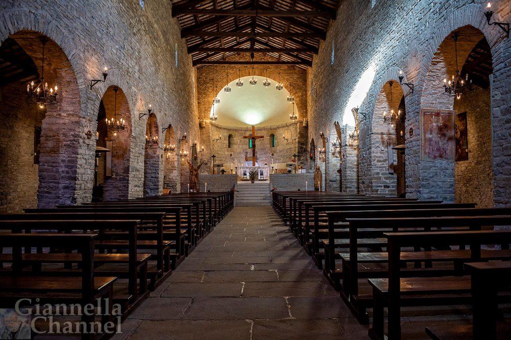 Abbazia di San Michele Arcangelo, Lamoli di Borgo Pace (PU) - Foto Antonio Straccini © FAI - Fondo Ambiente Italiano