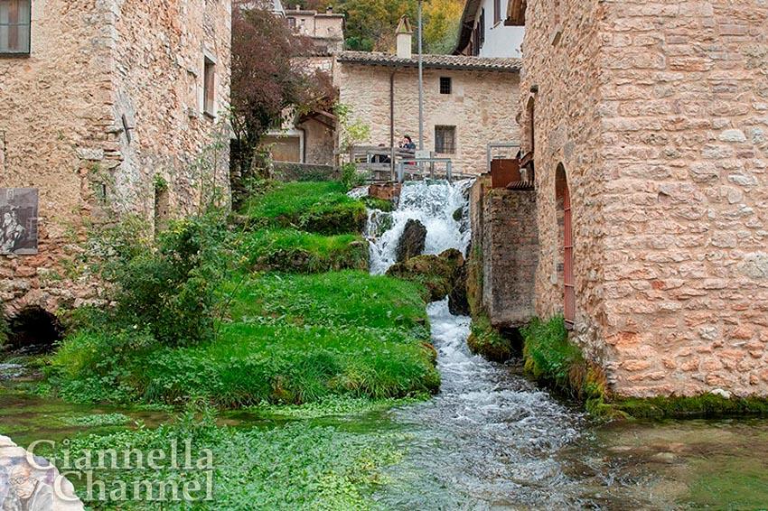 Borgo di Rasiglia (PG) - Foto Matteo Carbone © FAI - Fondo Ambiente Italiano