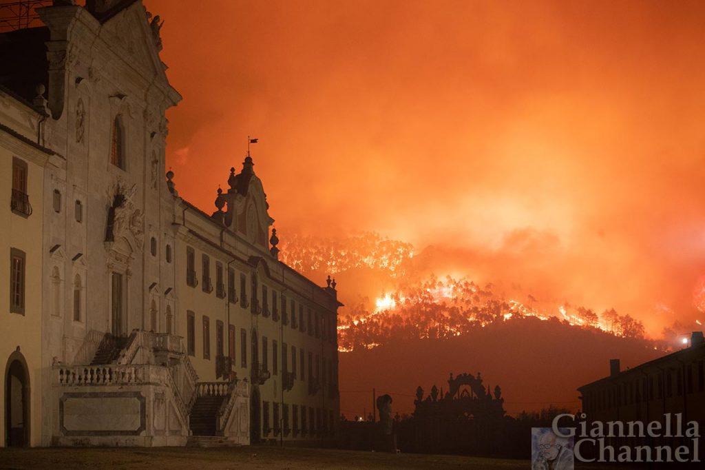 Cartosa di Calci e incendio Monte Pisano ©Massimo Sestini.