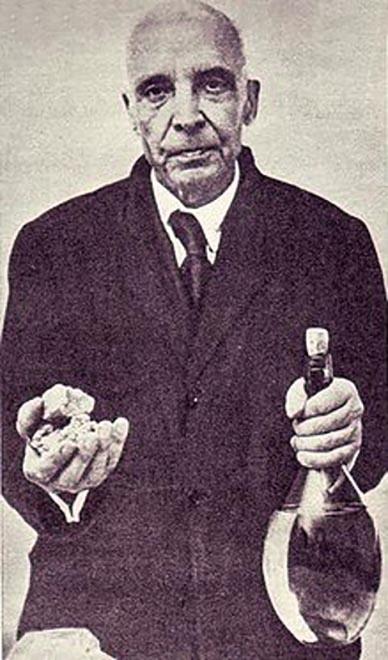 L'ingegnere Gaetano Fuardo, inventore della benzina solida sperimentata a Dien Bien Phu dalle forze armate francesi. È morto in miseria nel 1962, a 84 anni. È sepolto a Piazza Armerina (Enna).