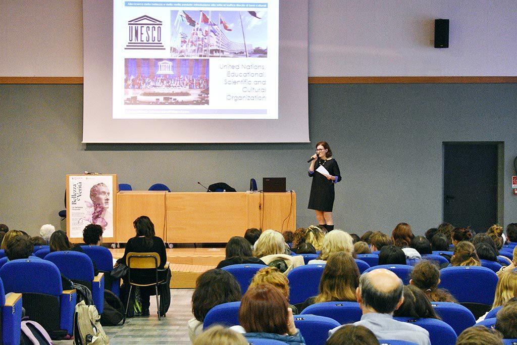«La bellezza ritrovata»: una classe del liceo Volta-Fellini di Riccione durante la prima lezione del ciclo di eventi